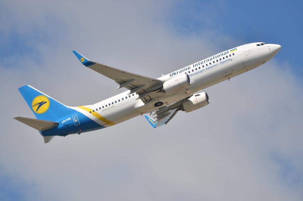 UR-PSE - B738 - Ukraine Int. Airlines