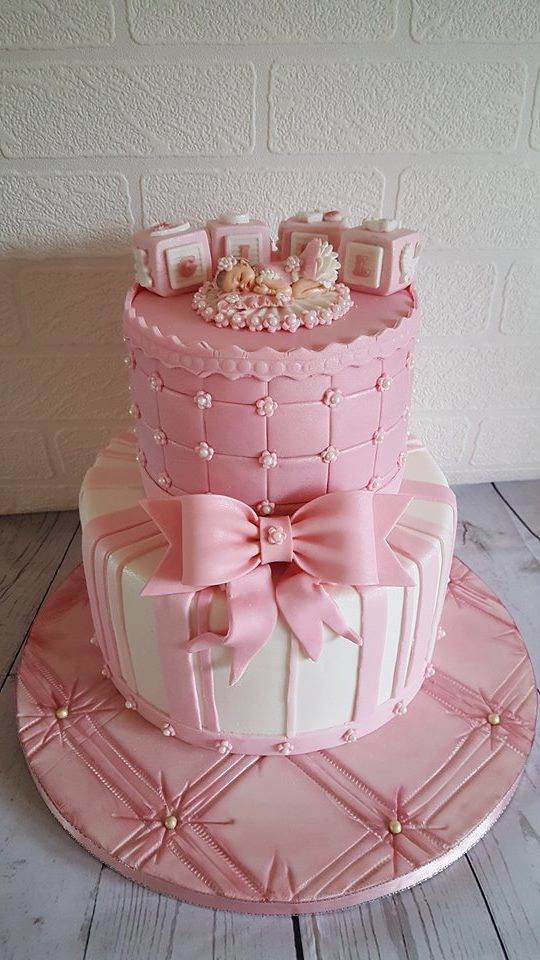 Cute Cake by Tania Brunton