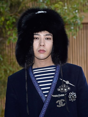 G-Dragon Chanel Haute Coutoure at Grand Palais Paris 2016-01-26 press (8)
