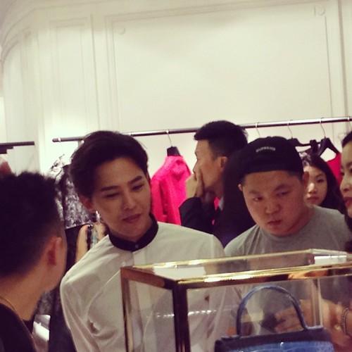 G-Dragon_HarveyNichols-COLOMBO_VIA_DELLA_SPIGA-HongKong-20140806 (40)