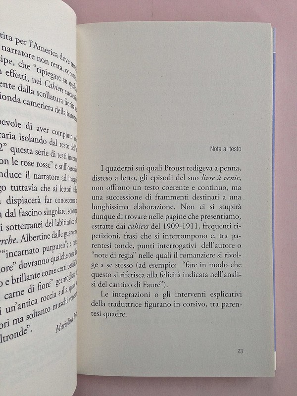 """La ragazza con le rose rosse, di Marcel Proust. Nuova Editrice Berti 2014. [Responsabilità grafica non indicata]. Incipit della """"Nota al testo"""", a pag. 23 (part.), 1"""