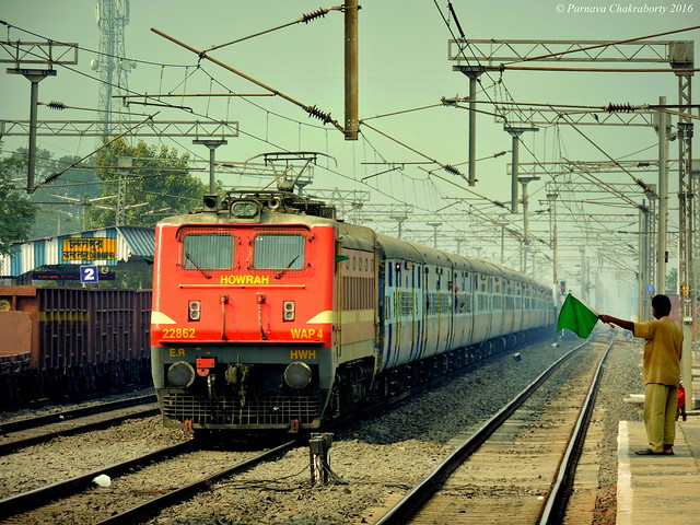 Indian Railways : Mumbai Howrah (Imperial) Mail via Allahabad (Now via COI) passes through CDAE in decent speed !