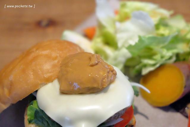 29744078341 bf7b42eaea z - 小葛廚房 Glady's Kitchen:優質空間的早午餐店,餐點以手作漢堡為主,鄰近水湳市場和美國學校