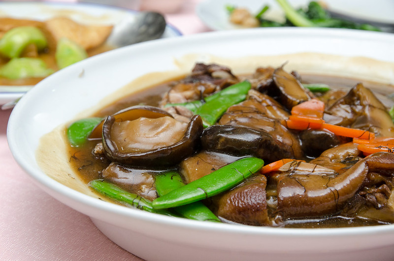 Shiitake mushroom and bean from stewed pork knuckles at Green View Restaurant 长青海鲜饭店