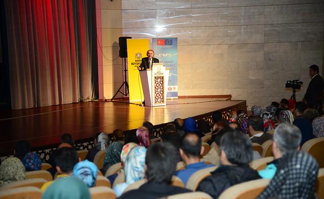 Rektörümüz Prof. Dr. Nevzat Tarhan Konya'da Ailede Güven ve Sadakati anlattı 2