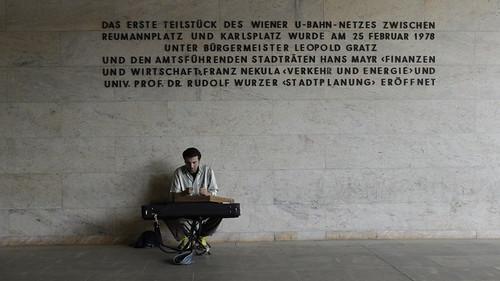 U Karlsplatz, Vienna