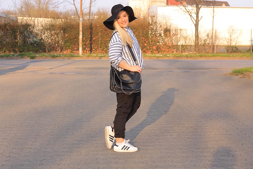 outfit-trend-frühling-fashionblog-modeblog-look-asos-hemd-bluse-chino-newyorker-sneaker-adidas