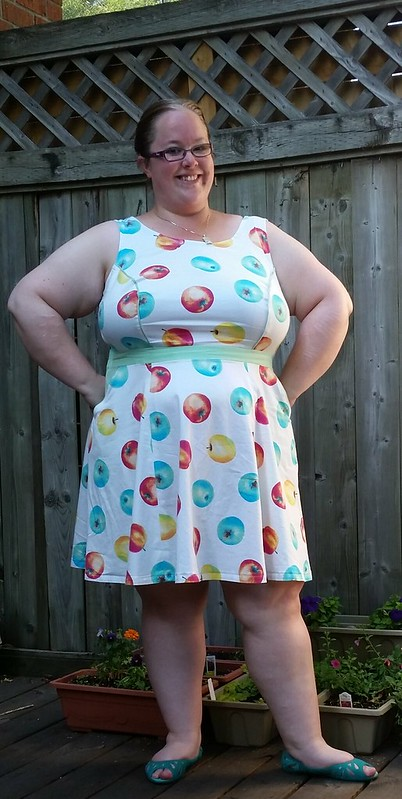 M6887 Apple dress