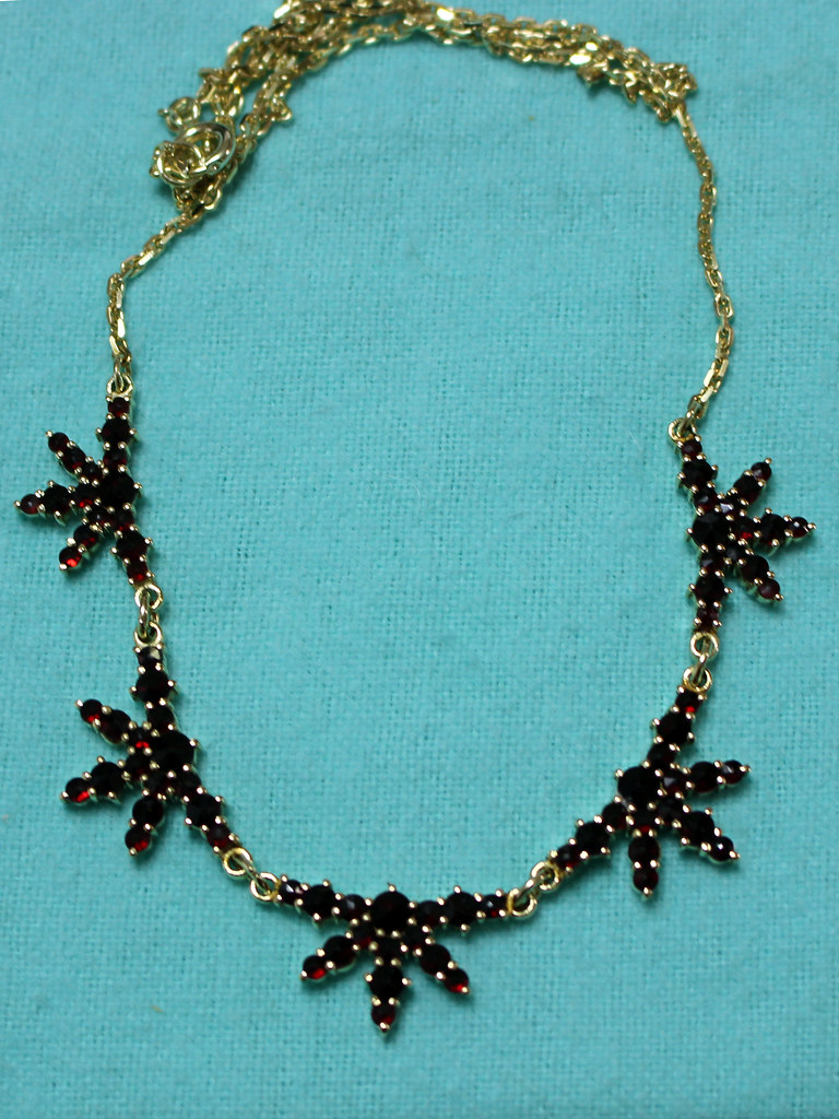 garnet_necklace