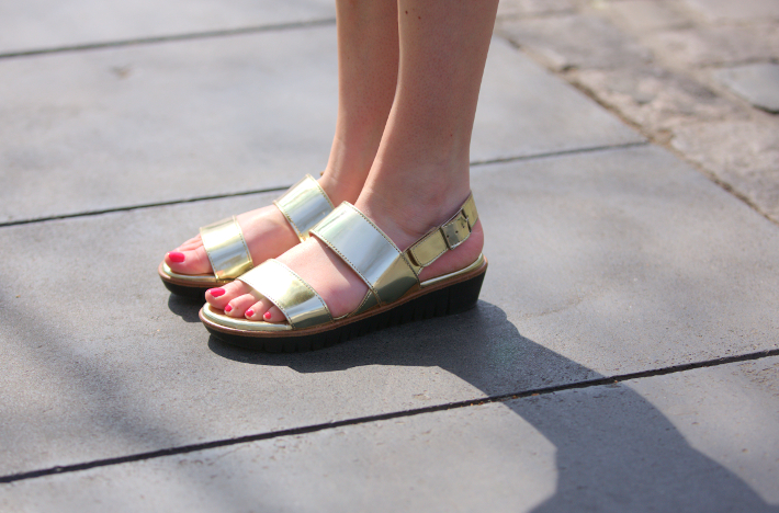 silver wonders sandals