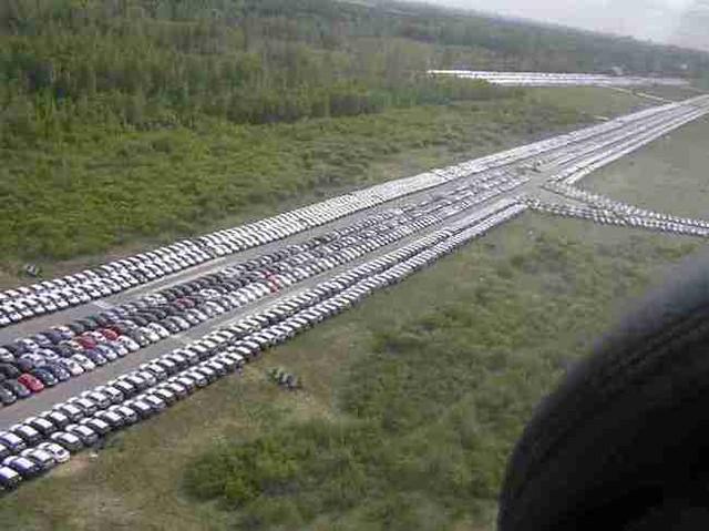 ¡Cementerios de coches nuevos en todo el mundo porque no se venden!