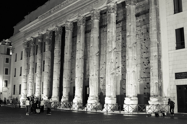 20150517-Rome-Temple-of-Hadrian-at-Night-0052