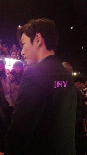 TOP-stagegreeting-premiere-HongKong-20140927_(19)