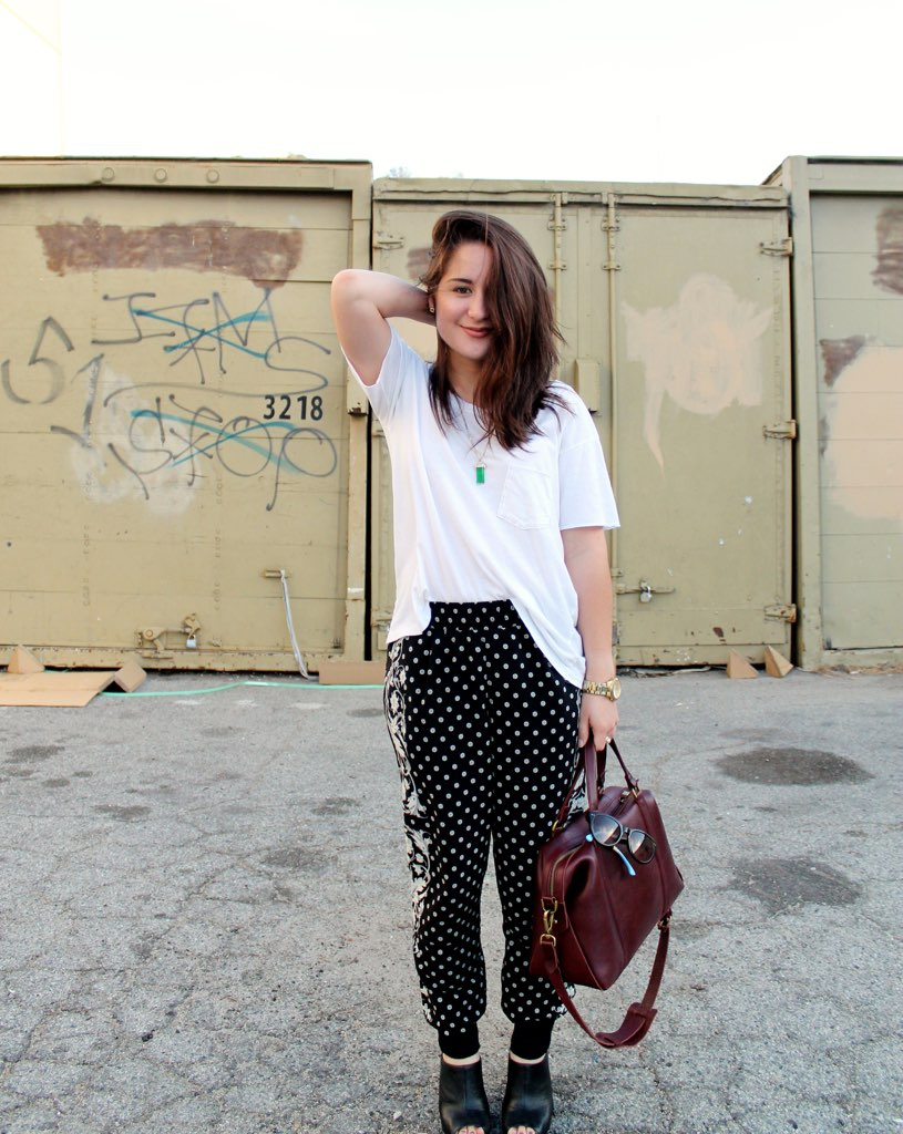 spring outfit with printed pants
