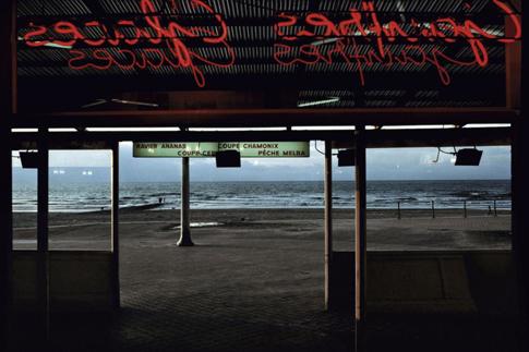 15e07 Harry Gruyaert Ostende Café de la playa 1988 Uti 485