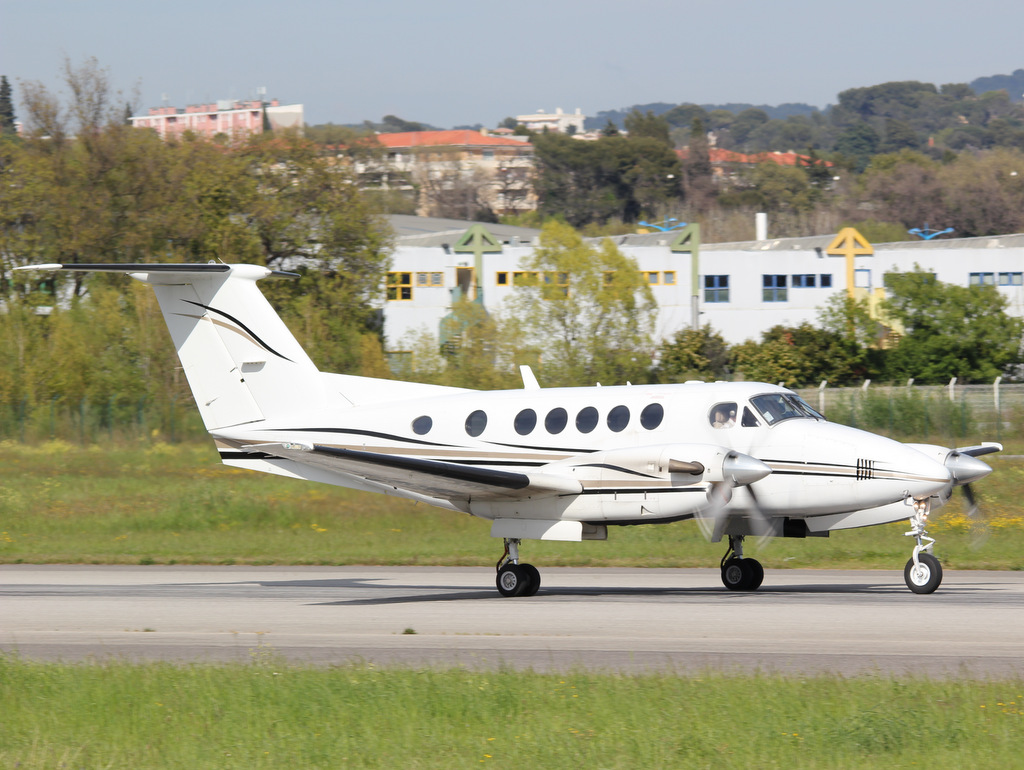 Aéroport de Cannes-Mandelieu [LFMD-CEQ] Avril 2015   16898617287_78be3d39f7_o