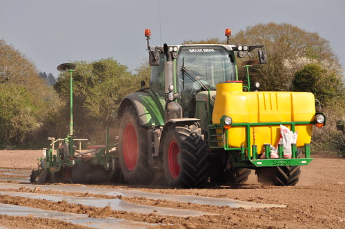 Fendt 716 Vario Profi Tractor with a Samco 6 Row Maize Planting System