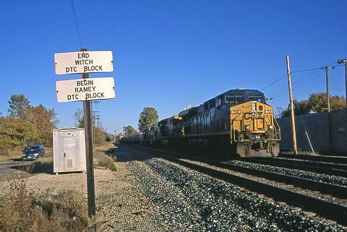 csx csxtrains csxnewcastlesubdivision csx758 greenwichohio railroadtracks csxlocomotives csxmotivepower shadows lightandshadows