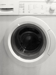 clothes dryer(1.0), black-and-white(1.0), home appliance(1.0), major appliance(1.0), washing machine(1.0),