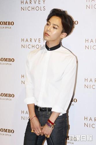 G-Dragon_HarveyNichols-COLOMBO_VIA_DELLA_SPIGA-HongKong-20140806 (11)