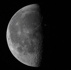 pase de la ISS delante de la Luna