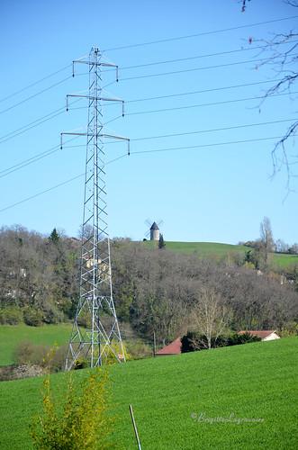Energies. Le moulin et le pilône