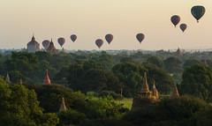 Despegue de globos en Bagan