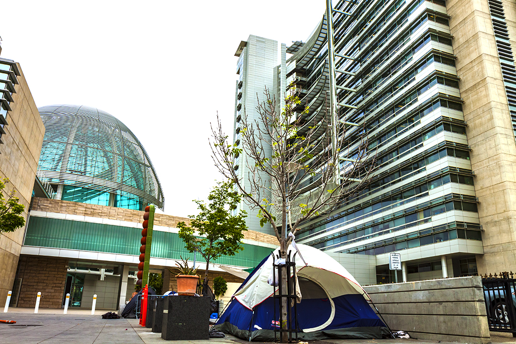 Homeless-on-the-fringe-of-City-Hall-in-5-15--San-Jose-2
