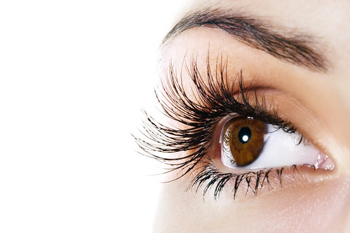 Dr. Joel Schlessinger shares an article that highlights the importance of eyelashes
