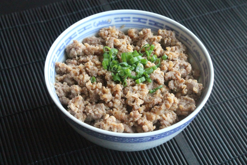 Tofuniku (Sweet meat & tofu over rice)