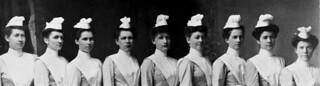 Graduating class of the Lady Stanley Institute for Trained Nurses in Ottawa, Ontario / Cohorte de diplômées de l'école d'infirmières de l'institut Lady Stanley à Ottawa (Ontario)