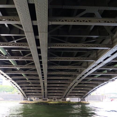 橋の下を操縦しながらくぐれるのは楽しいよね。