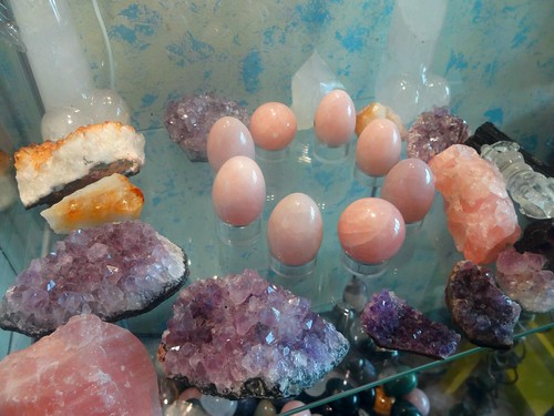 Rose Quartz, Clear Quartz, Amethyst, Citrine - all in the same family! primary mineral formation