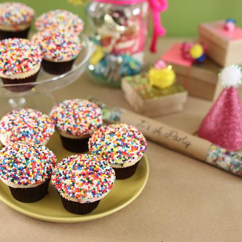 April ANNIVERSARY Birthday Cake3