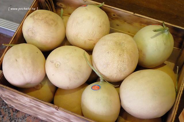 28810328242 5a4bb9646b z - 逢甲冰菓室│復刻懷舊冰菓室,有整顆鳳梨的水果叢林和整顆哈蜜瓜的夏日哈球雪花冰