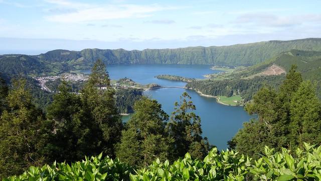 Lagoa das Sete Cidades a partir do miradouro da Vista do Rei
