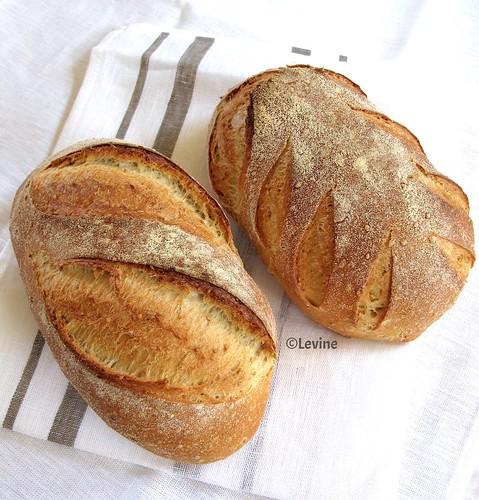 Semolinabrood met sesamzaadjes (desembrood)