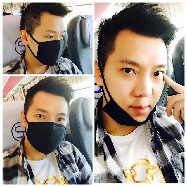 哥也來趕流行。 等等去機場,來和韓星歐霸拼了。 (black mask = Korean super star style) Kkk
