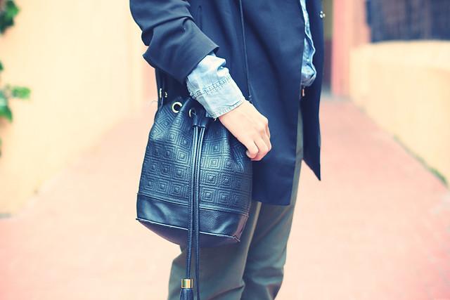 Look baggy pants + Black blazer