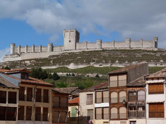 Castillo de Peñafiel desde El Coso