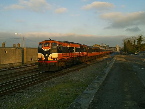 087 & MK2s on 13:25 Dublin Heuston-Limerick at Ballybrophy 21-Feb-07