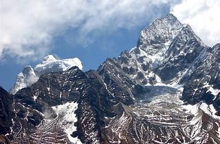 The Ama Dablam suspended glacier