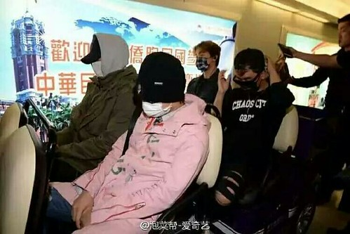 Big Bang - Taiwan Airport - 24sep2015 - Press - 09