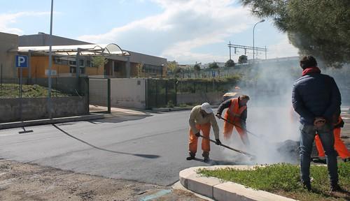 sottopasso polignano san francesco Gli operai sistemano il nuovo asfalto