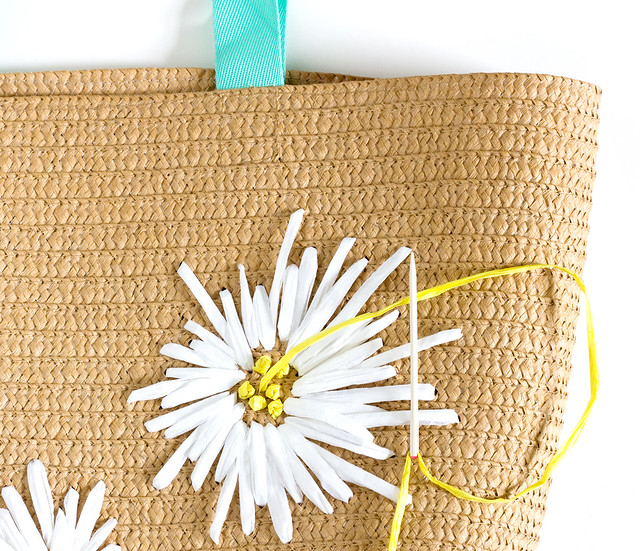DIY Raffia Embroidered Tote | click through for the full tutorial!
