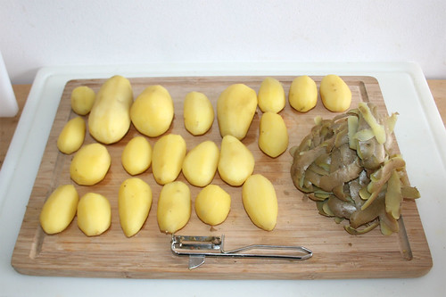 41 - Kartoffeln schälen / Peel potatoes