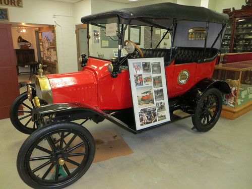 Model T Ford (1915) automobile