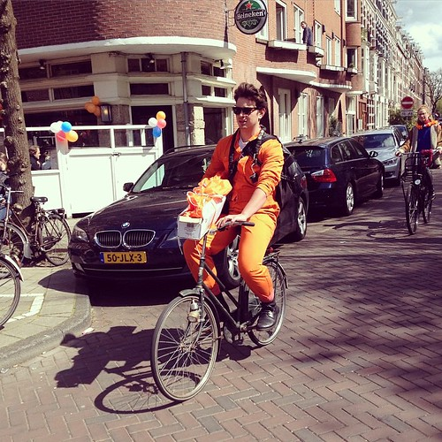 Touch or full pack, it's up to you! #amsterdam #qday #kingsday #koningsdag #cyclechic #orange #holland