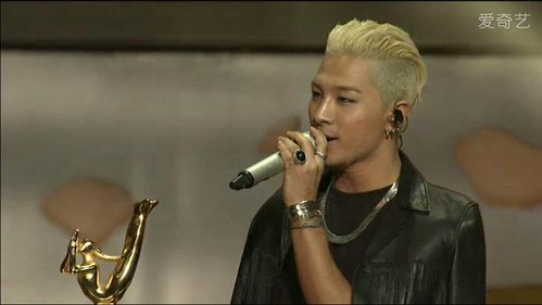 Taeyang-GoldenDisc-Awards-mainshow-20150114-screenshots-2