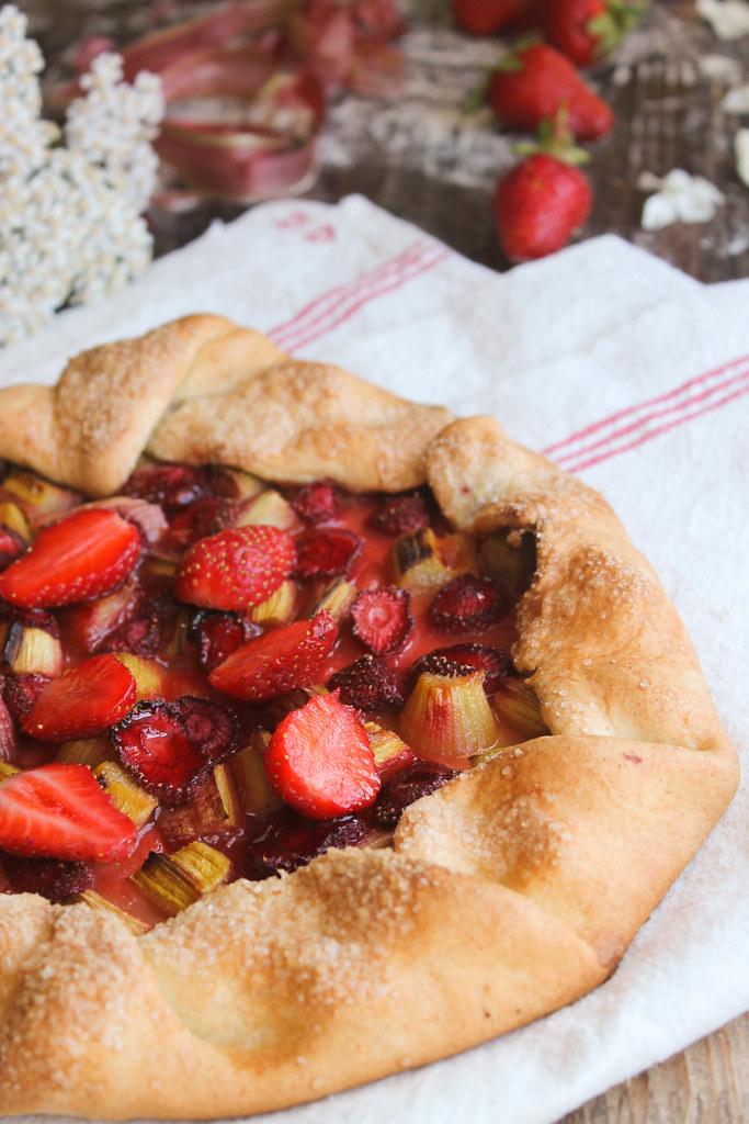 Tarte rustique fraise rhubarbe recette